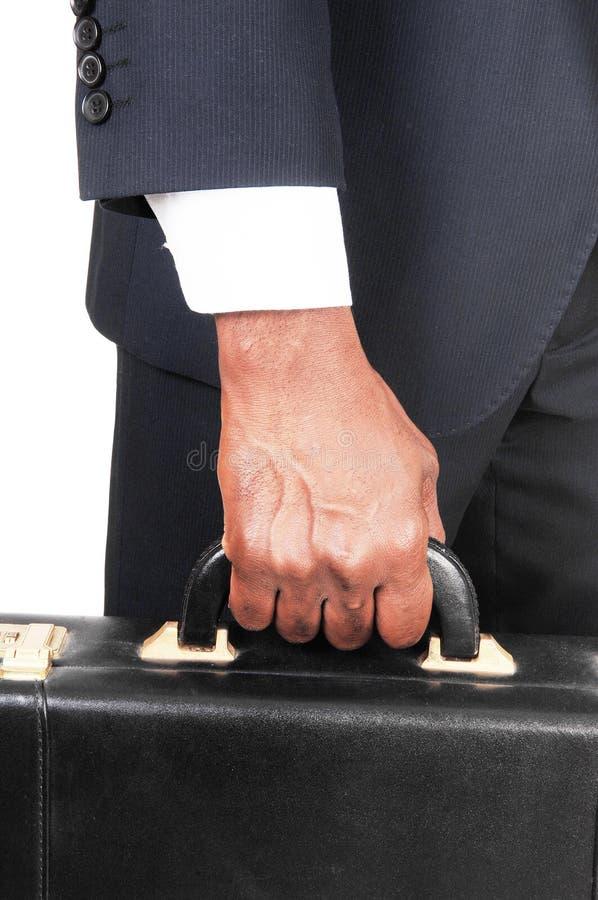 Chiuda su della mano e della cartella dell'uomo di colore fotografie stock