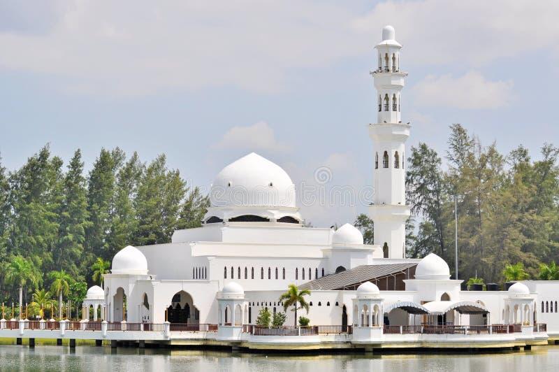 Chiuda su della moschea di galleggiamento a Kuala Terengganu, Malesia fotografie stock libere da diritti