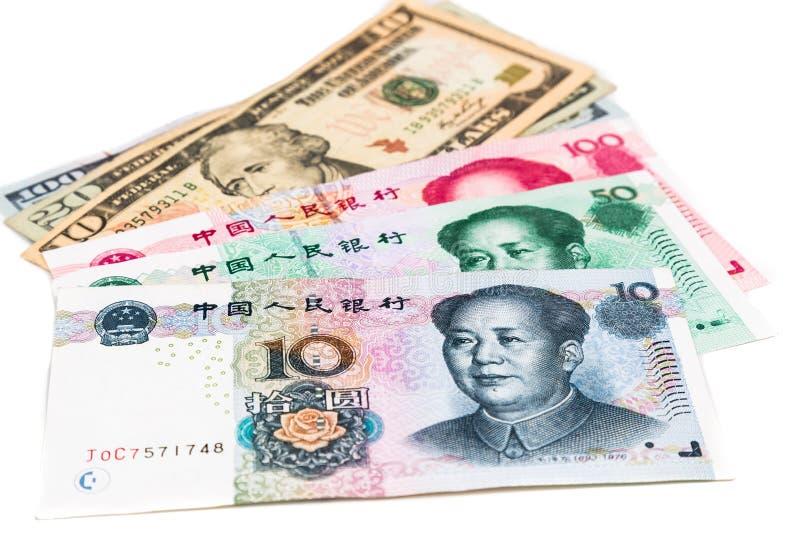 Chiuda su della nota di valuta della Cina Yuan Renminbi contro il dollaro americano immagini stock