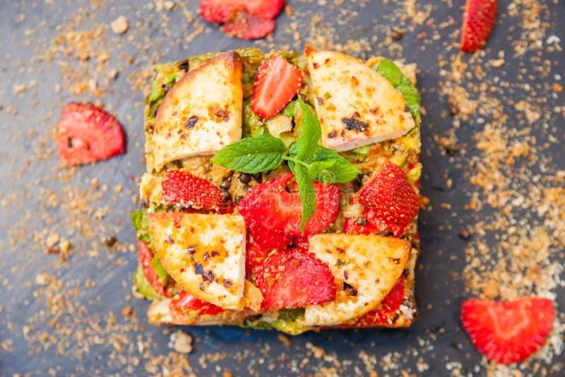 Chiuda su della torta di verdure con la decorazione immagine stock libera da diritti