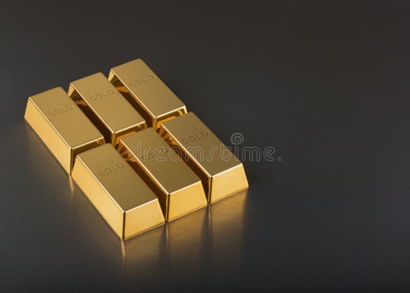 Chiuda su delle barre di oro fotografia stock