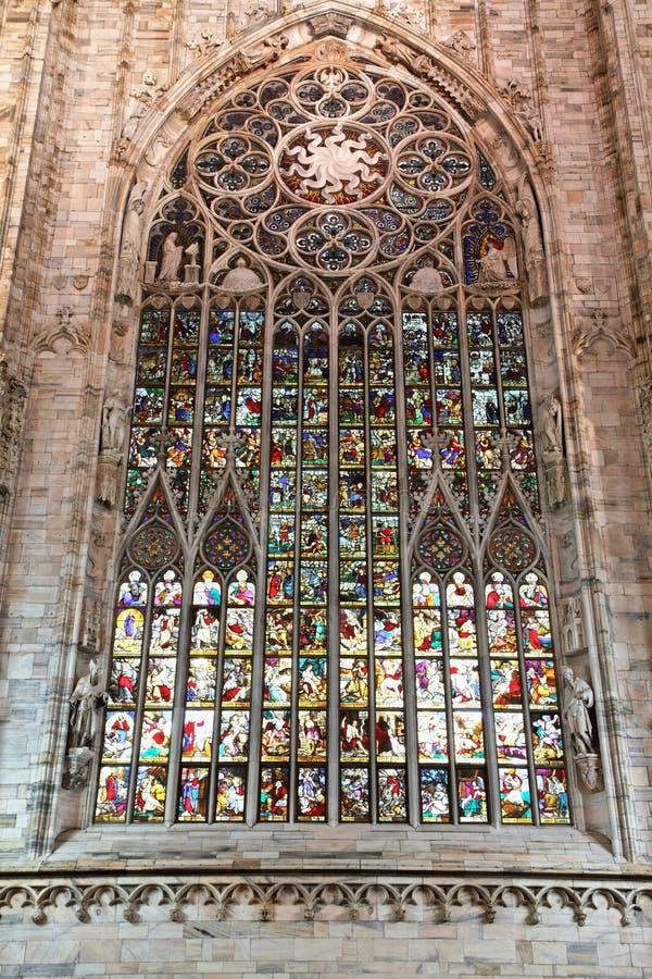 Chiuda in su delle finestre di vetro macchiate, Milano immagini stock libere da diritti