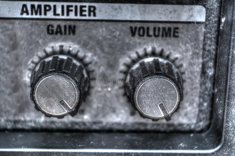 Chiuda su delle manopole dell'amplificatore della chitarra nel hdr fotografia stock