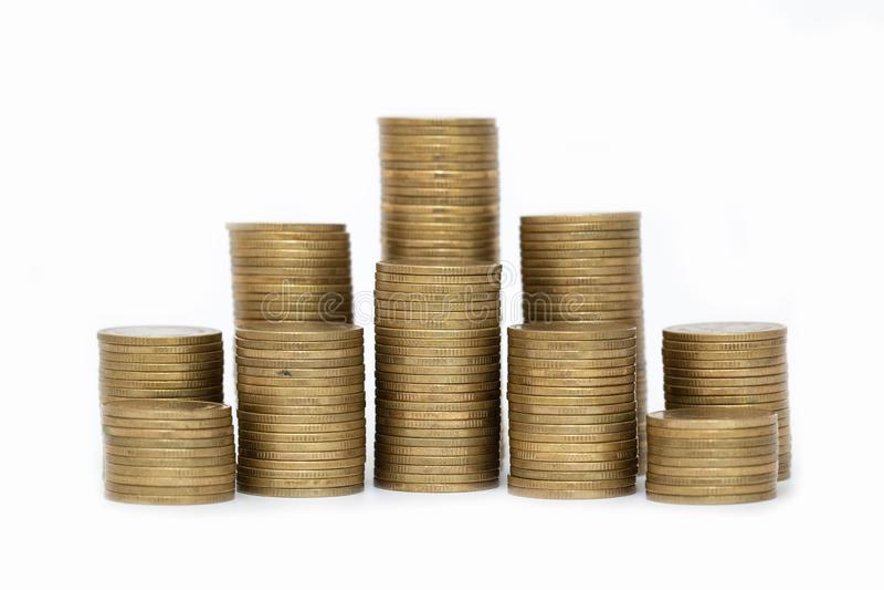 Chiuda su delle monete alla pila di monete, concetto della crescita di affari, l? ? monete dei soldi alla pila di monete Priorit? fotografia stock