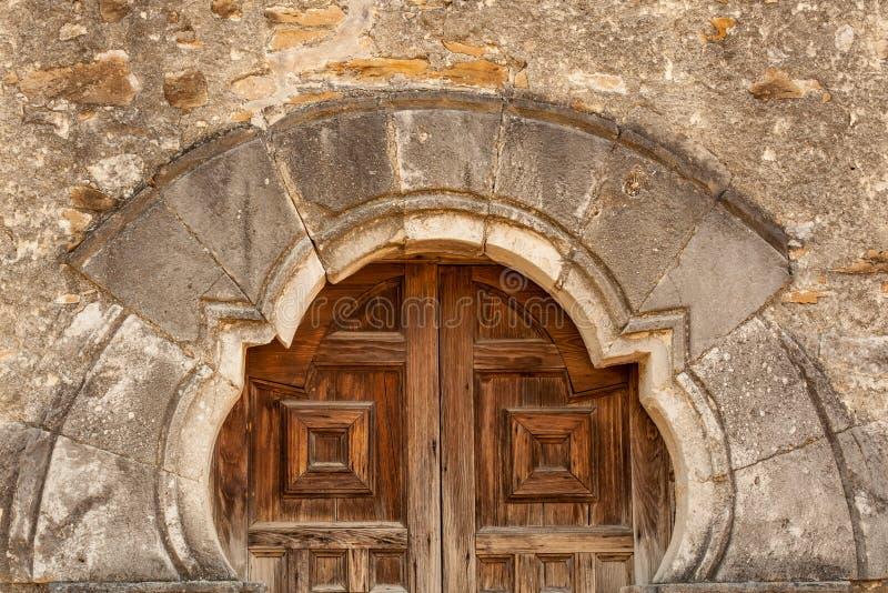 Chiuda su delle porte della chiesa di missione di San Espada fotografia stock