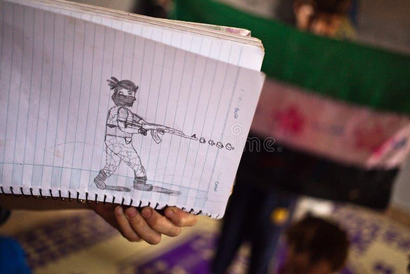 Chiuda su dello schizzo dei childs di un soldato in Atmeh, Siria. fotografia stock