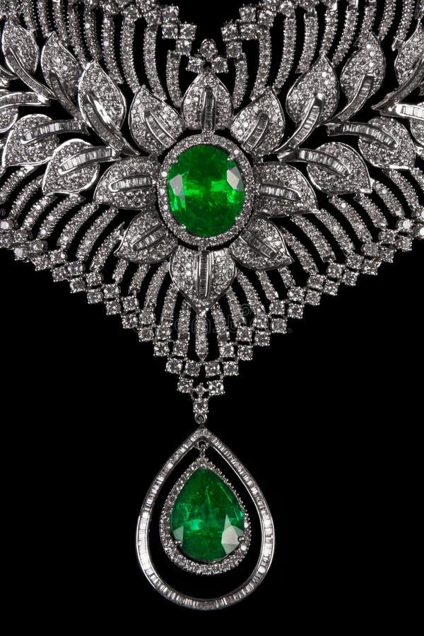 Chiuda su di bella collana di diamante fotografie stock