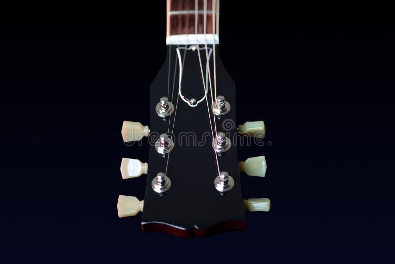 Chiuda su di nuova testa motrice della chitarra elettrica fotografia stock libera da diritti