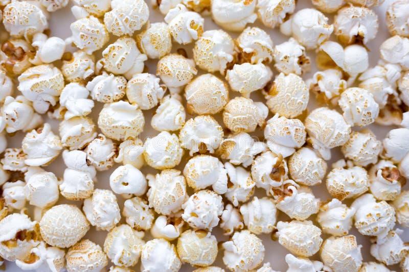 Chiuda su di popcorn salato croccante fotografie stock libere da diritti