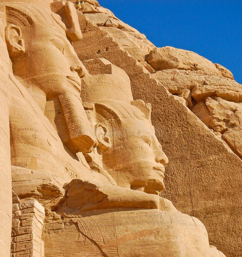 Chiuda in su di Ramses II in tempiale di Abu Simbel immagine stock libera da diritti