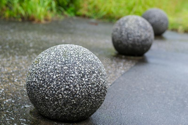 Chiuda su di roccia come una palla decorata immagine stock libera da diritti