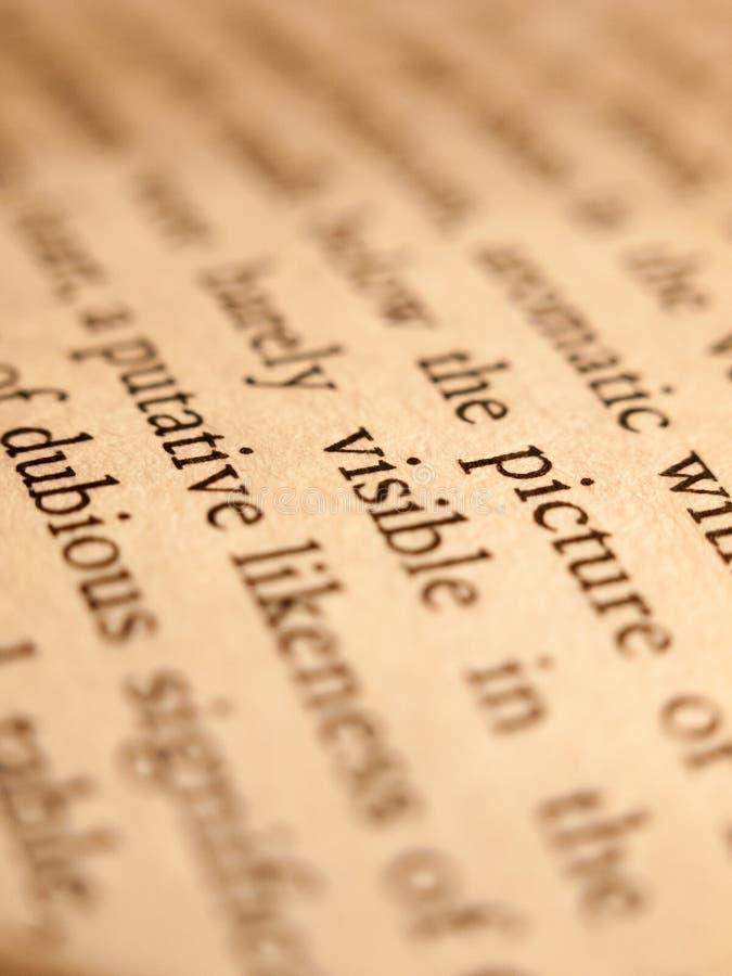 Chiuda su di scrittura della carta del testo della pagina del libro fotografia stock libera da diritti