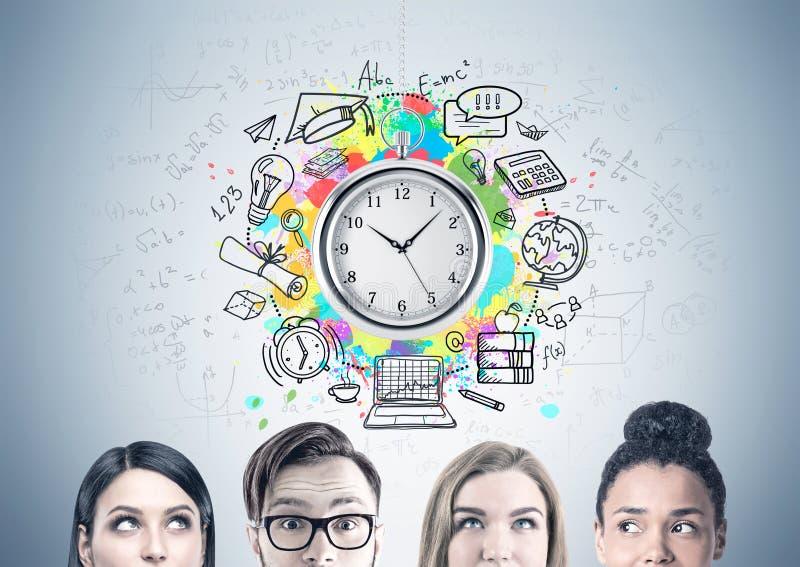 Chiuda su di un gruppo di affari, gestione di tempo immagini stock