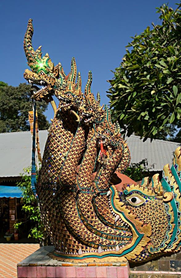 Chiuda su di un Naga sulle scale al tempio Wat Phra That Doi Suthep, Chiang Mai immagine stock