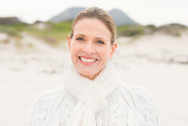 Chiuda su di una donna sorridente fotografia stock libera da diritti