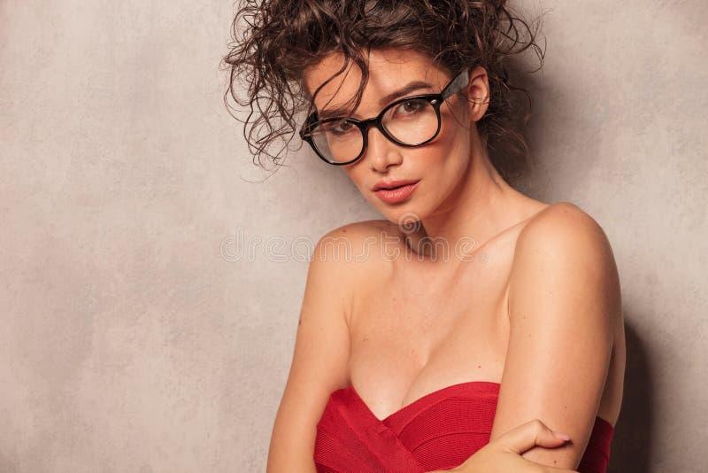 Chiuda su di una giovane donna beautful fotografia stock