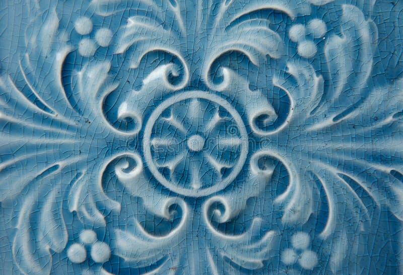 Vecchia piastrella di ceramica blu con il modello floreale fotografia stock libera da diritti