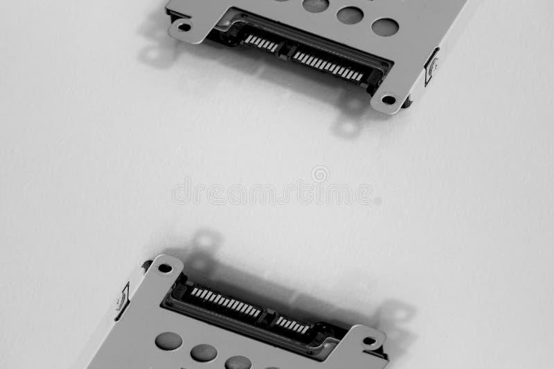 Chiuda su su due dischi rigidi del computer portatile immagini stock
