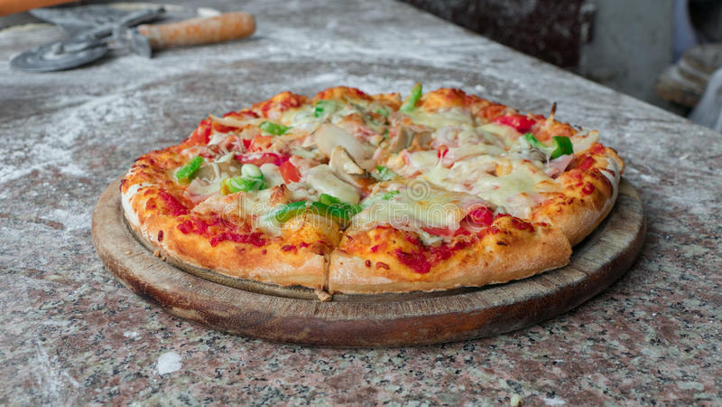 Chiuda su pizza italiana fotografia stock libera da diritti