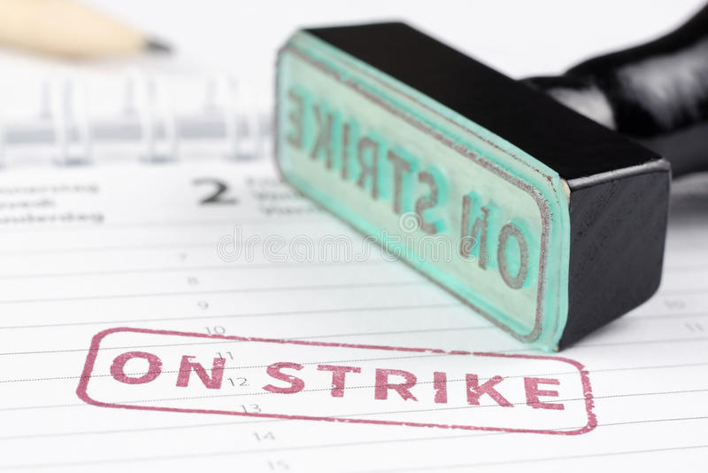Chiuda su in sciopero del bollo fotografia stock libera da diritti