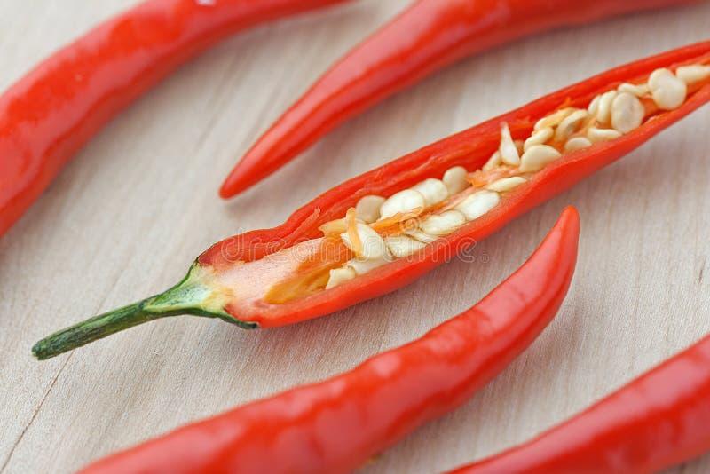 Chiuda sui peperoncini rossi tagliati fotografia stock libera da diritti