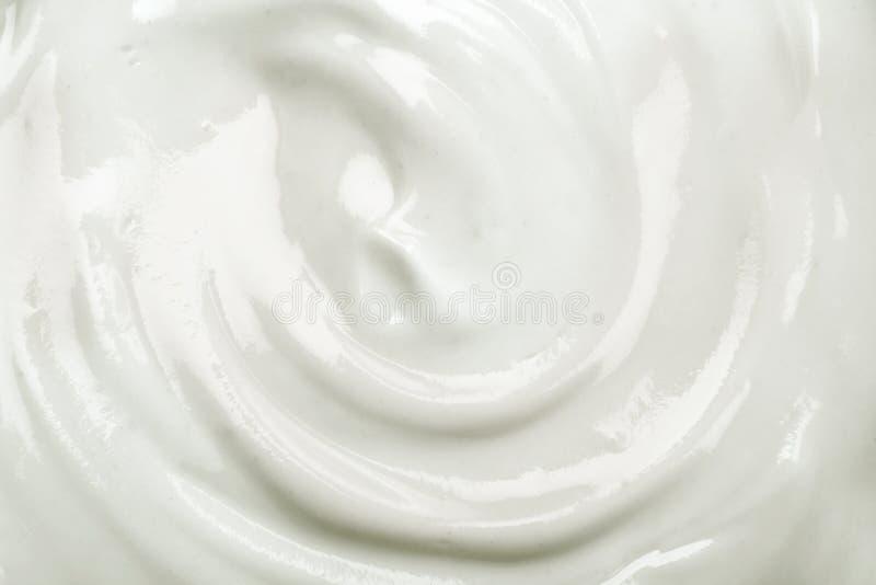 chiuda sui precedenti casalinghi cremosi bianchi di struttura del yogurt immagini stock libere da diritti