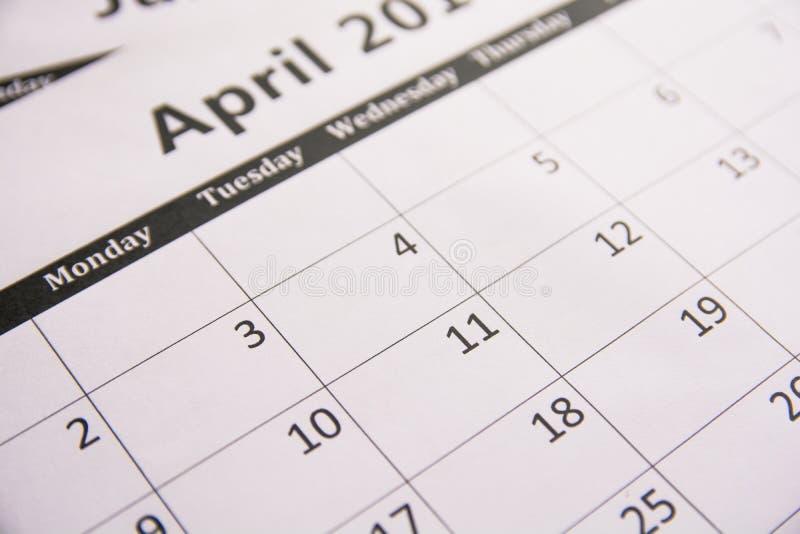 Chiuda sul calendario del fondo di aprile della pagina, stagione di imposta fotografia stock libera da diritti