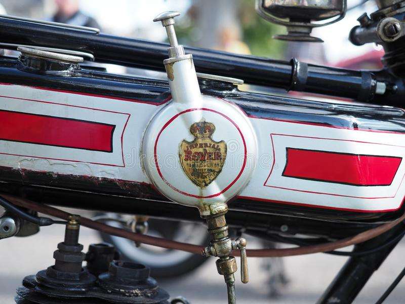 Chiuda sul colpo di vecchio motociclo di Rover immagini stock libere da diritti