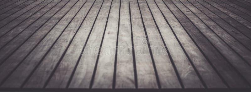 Chiuda sul decking e sulla pavimentazione di legno fotografia stock
