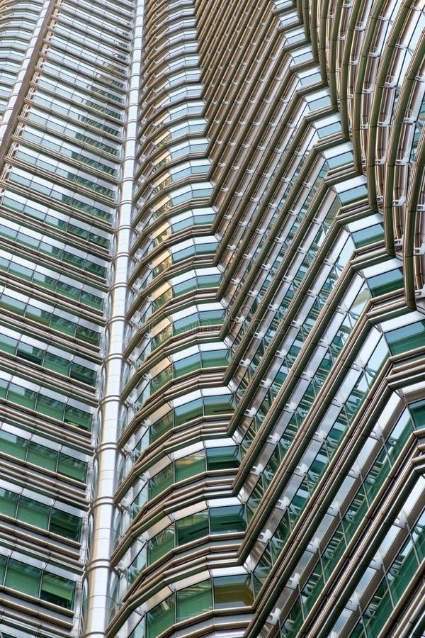 Chiuda sul dettaglio esteriore dell'architettura delle torri gemelle di Petronas immagini stock libere da diritti