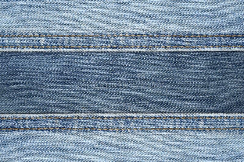 Chiuda sul fondo astratto di struttura dei jeans della cucitura immagini stock libere da diritti