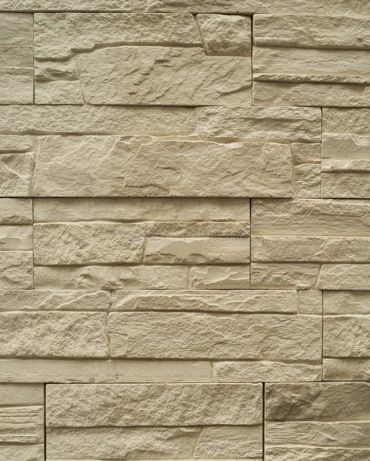 Chiuda sul modello astratto del fondo del muro di mattoni dell'arenaria nello stile d'annata del tono e nel telaio verticale fotografie stock libere da diritti