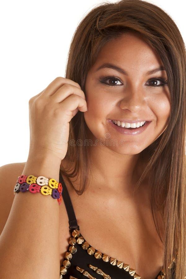 Chiuda sul multi cranio colorato del braccialetto immagini stock libere da diritti