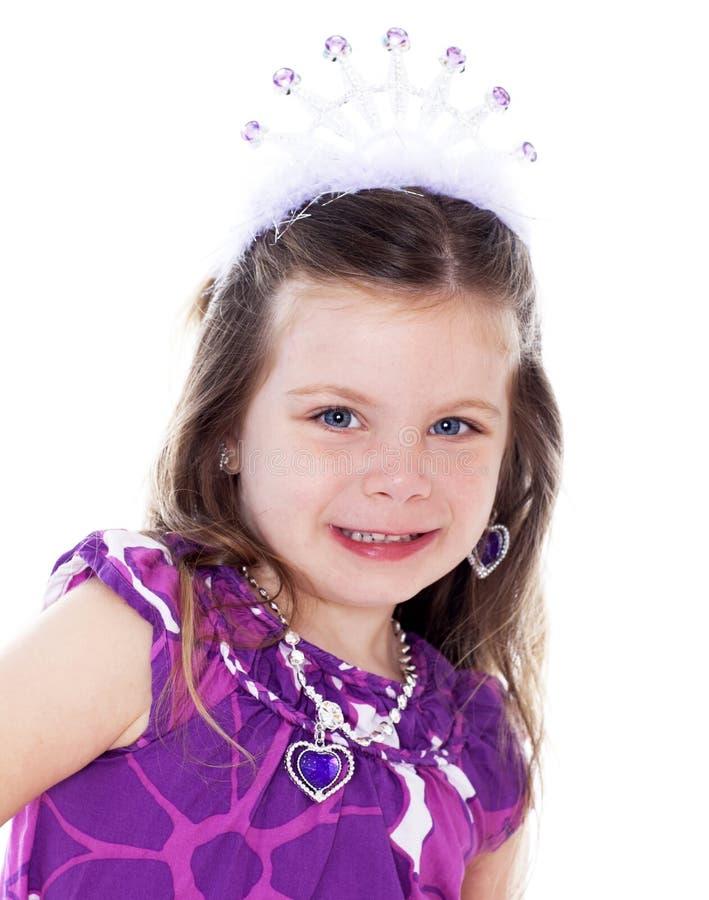 Chiuda sul ritratto della bambina graziosa vestito in su immagini stock