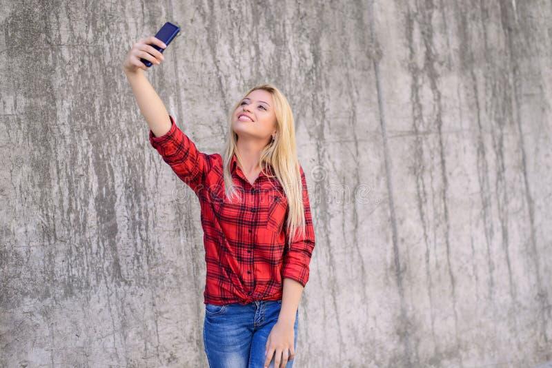 Chiuda sul ritratto di bello takin teenager sorridente felice allegro adorabile abbastanza sveglio attraente positivo sbalorditiv fotografia stock libera da diritti