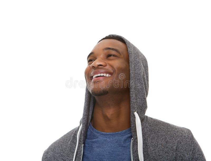 Chiuda sul ritratto di giovane risata afroamericana dell'uomo fotografia stock