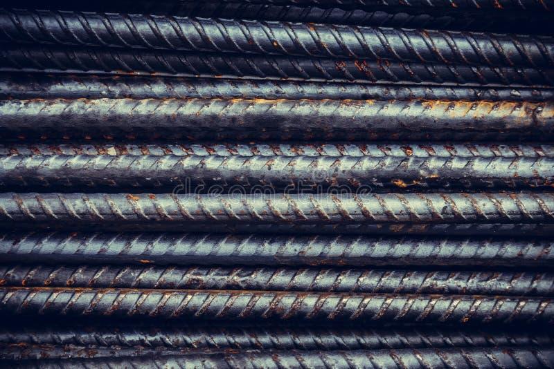 Chiuda sulla barra di rinforzo dell'acciaio o della barra d'acciaio in si della costruzione immagini stock