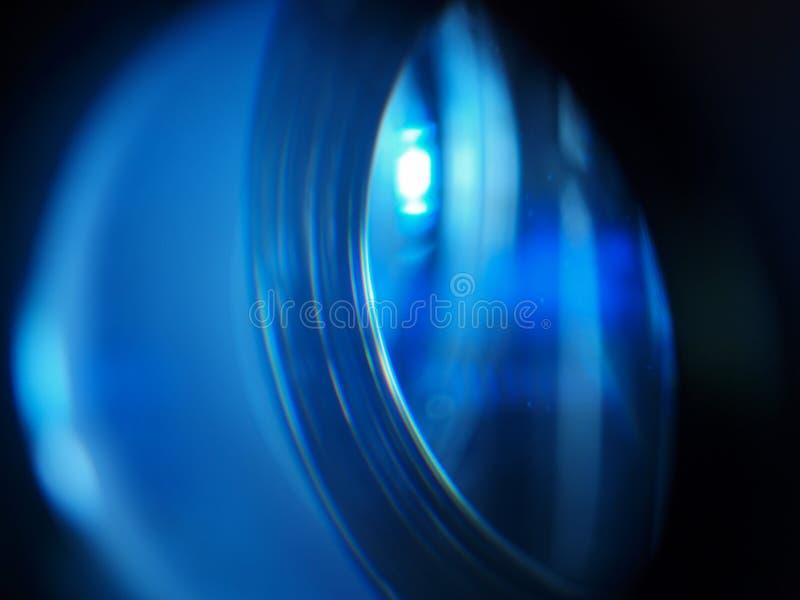 Chiuda sulla lente principale del proiettore immagini stock
