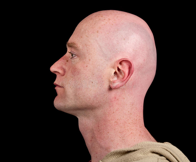 Chiuda sulla maschera di una testa maschio dal lato sul nero immagini stock libere da diritti