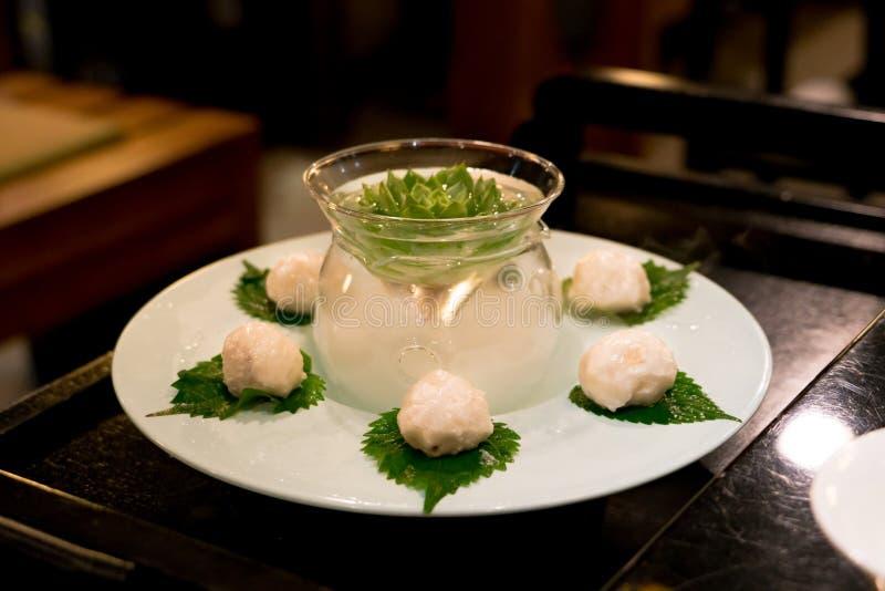 Chiuda sulla palla di pesce di lusso della decorazione per stile cinese di shabu immagini stock