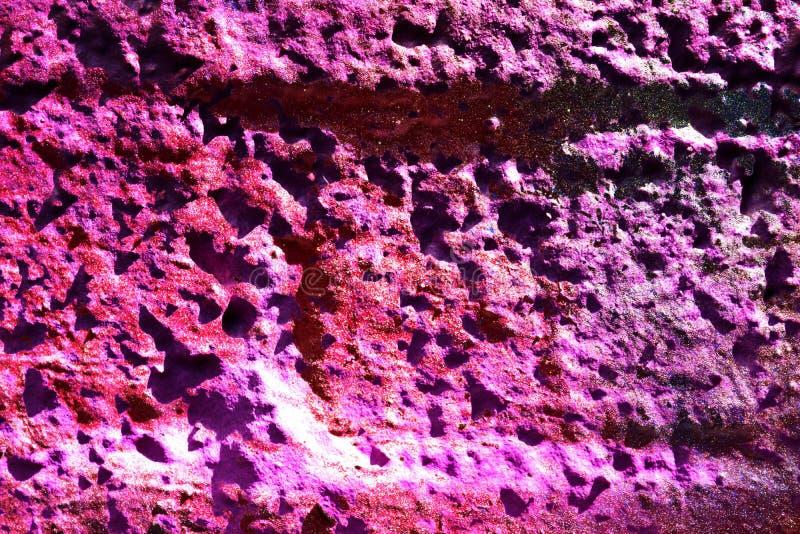 Chiuda sulla superficie di pittura variopinta spruzzata sulle pareti del cemento e del calcestruzzo nell'alta risoluzione illustrazione di stock