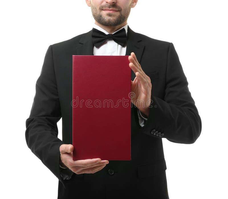 Chiuda sulla vista del menu della tenuta del cameriere immagine stock libera da diritti
