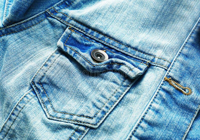 Chiuda sulla vista delle blue jeans fotografie stock