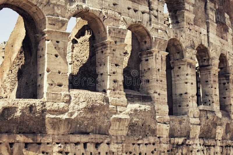 Chiuda sulla vista di Colosseum a Roma immagine stock libera da diritti