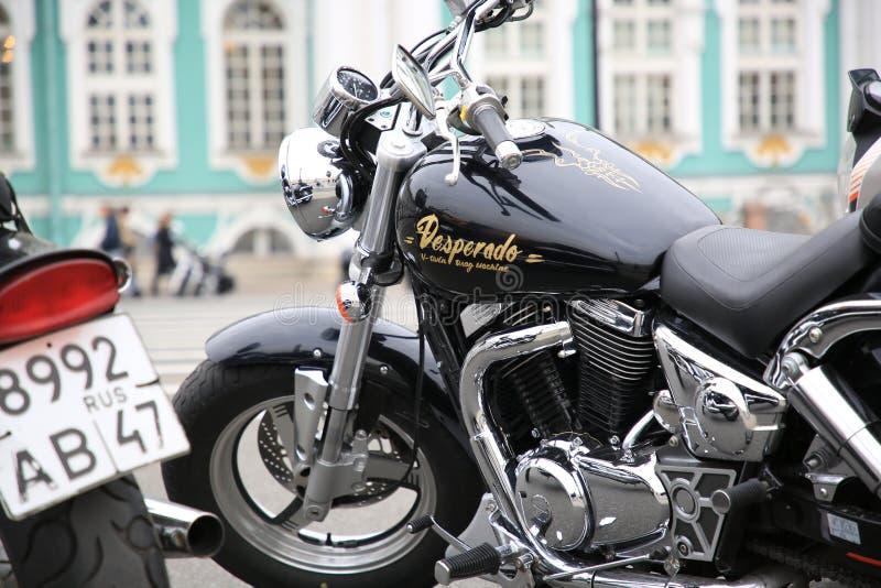 Chiusura della motocicletta di Suzuki Desperado 400 fotografia stock