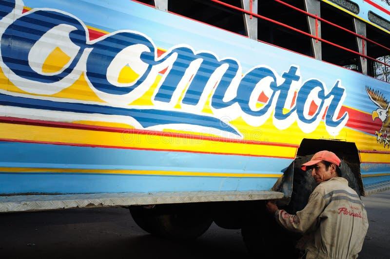 Chiva维修服务。哥伦比亚 图库摄影