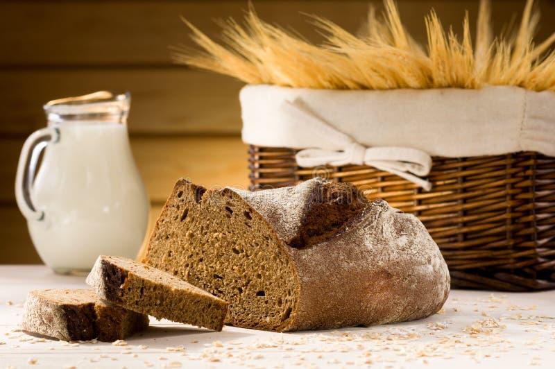 Chleb i miotacz mleko obrazy royalty free