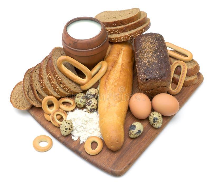 Chleb, jajka i mleko na biały tle zdjęcie stock