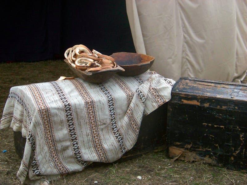 Chleb w drewnianym naczyniu obrazy stock
