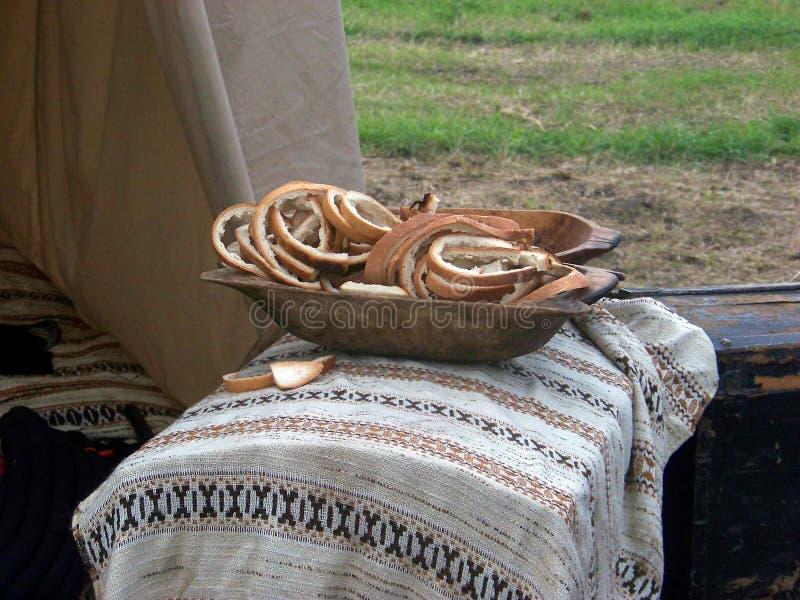 Chleb w drewnianym naczyniu zdjęcia royalty free